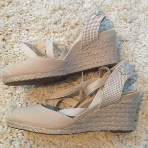 5e93b3fdfd5 Vionic Shoes - NWT Vionic Maris Wedge